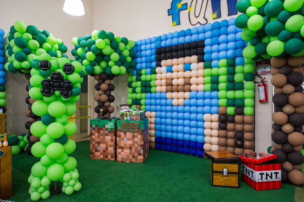 Фотозона на празднике в стиле Minecraft